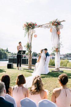 Fabijan_Vuksic_Hochzeitsfotograf_Weddingphotographer_Hamburg_Yachthafen_Anna_Brinckmann_Weddingplanner_Eventdesign_Elbe_Blumengraaf_Steffi-Erik-259